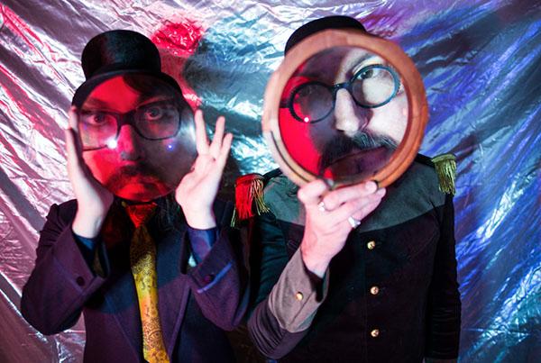 ショーン レノンとレス・クレイプール(プライマス)による新ユニット、The Claypool Lennon Deliriumのデビューアルバムが日本限定スペシャル・ジャケット、ボーナス・トラック有りのジャパン・エディションでリリース決定!