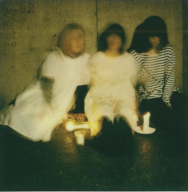本日12/4発売、羊文学ニューシングル「1999」のミュージックビデオが公開!新世代のクリスマス定番曲が待望のCD化。完全生産限定商品です。